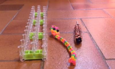 comment faire un serpent en lastiques rainbowloom que pour les enfants. Black Bedroom Furniture Sets. Home Design Ideas